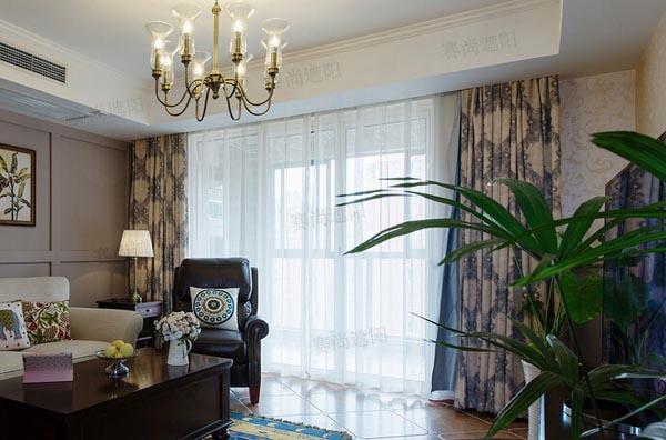 >美式装修风格客厅搭配电动窗帘