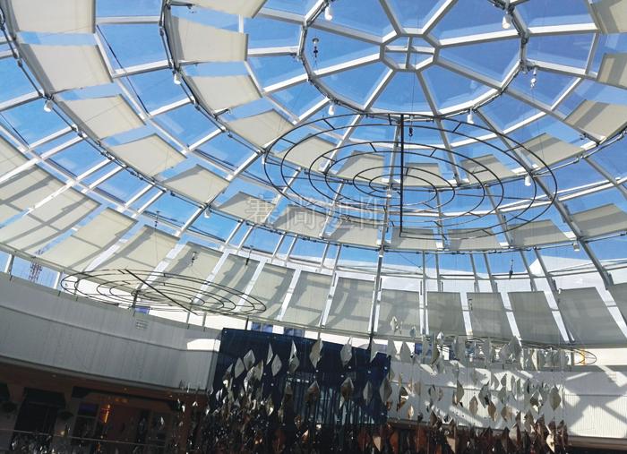 大型商场中庭采光顶亚博体育苹果下载电动天棚帘应用实景效果图